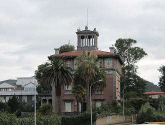 Palacio y Castillo Ocharán.