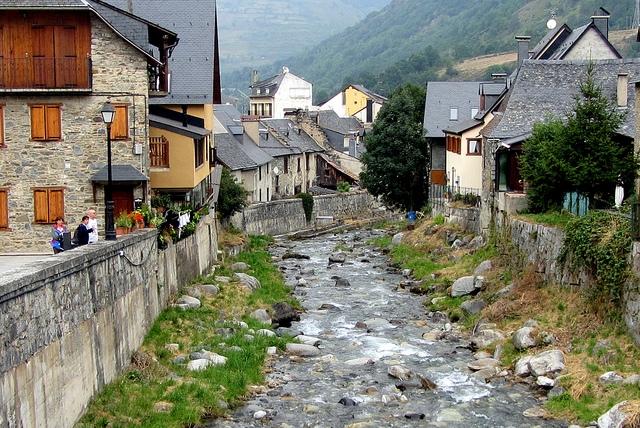 Cuatro pueblos para conocer el pirineo catal n clubrural - Casas pirineo catalan ...