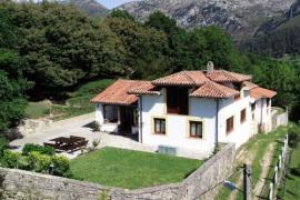 La Escuela casa rural en Peñamellera Baja (Asturias)