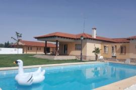 Finca Villamorena casa rural en Velayos (Ávila)