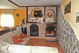 Aptos. Turisticos El Nogal casa rural en Villaquiran De Los Infantes (Burgos)