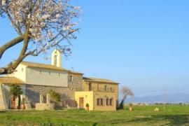 Ermita de Santa Llúcia casa rural en Garrigas (Girona)