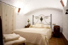 Cuevalia. Alojamiento en Cueva casa rural en Cortes Y Graena (Granada)