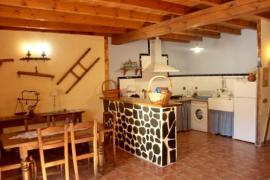 Apartamentos Rurales Las Cabezadas casa rural en Majaelrayo (Guadalajara)