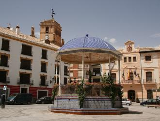 Plaza Mayor y Colegiata Santa María