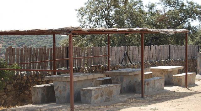 Tarifas casas rurales monteporrino badajoz salvaleon for Casas rurales en badajoz con piscina
